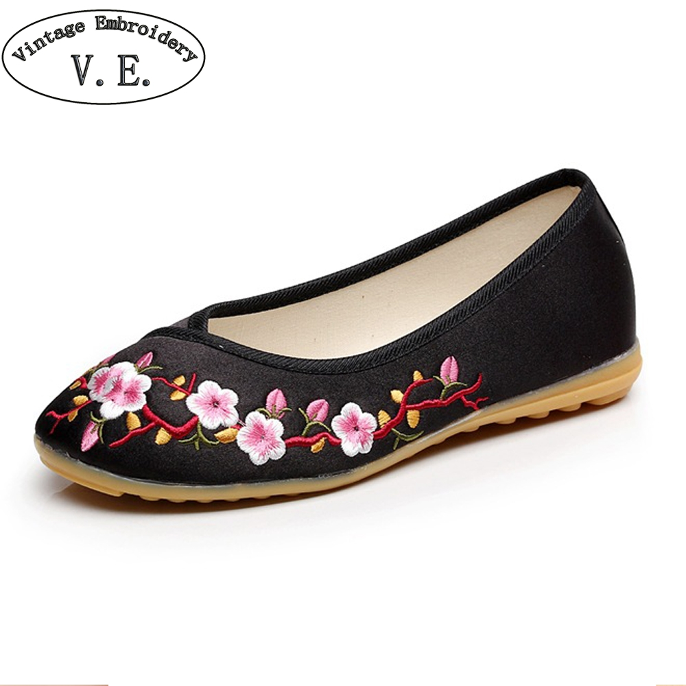 Vintage Embroidery Chinese Old Beijing Cloth Shoes For Woman Plum Embroidered Slip On Women Flats Soft Ballet Dancers Shoes vintage women flats shoes old beijing mary jane ballet shoes peacock casual cloth flat ladies ballet shoes plus size 43