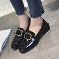 2017 Marca de Luxo Designer de Sapatos de Couro Brilhante Mulheres flats sapatos Oxford Britânico fêmea senhoras de salto baixo sapatos de fivela de Metal