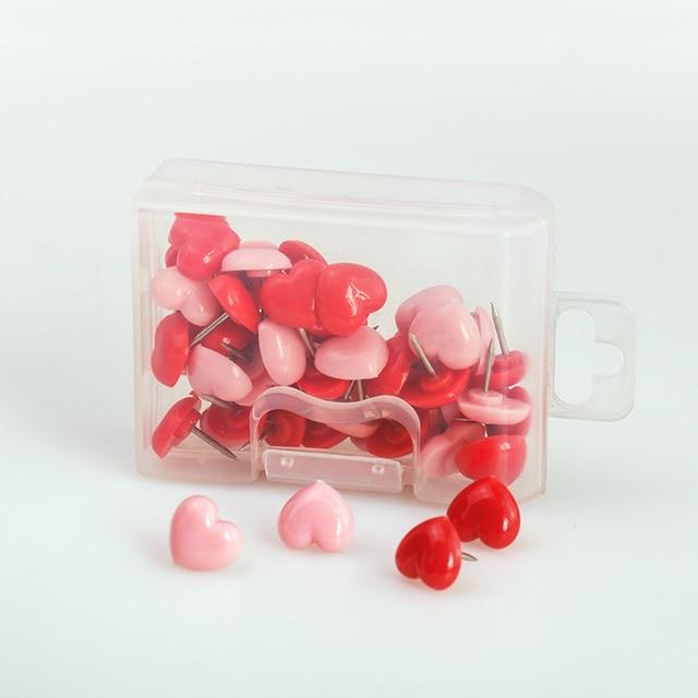 TUTU de forma de corazón de 50 unids de plástico de calidad de la seguridad a bordo de alfileres Thumbtack de la Escuela de la Oficina Accesorios suministros H0001