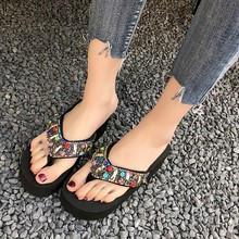 Купить с кэшбэком 2019 New Slippers Women Summer Beach Flip Flops Fashion Crystal Platform Wedges Flip Flops Black/Blue/Pink/White Sandals