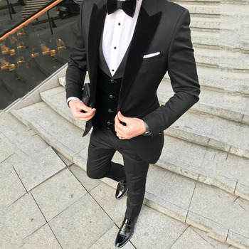 Custom Black Terno Masculino Slim Fit Men Suits Blazers Groom Wedding Tuxedos Peaked Lapel With Velvet Vest Coat Pants 3Piece grey mens suits with pants groom wedding tuxedos terno masculino black velvet peaked lapel man blazers 3piece coat pants vest