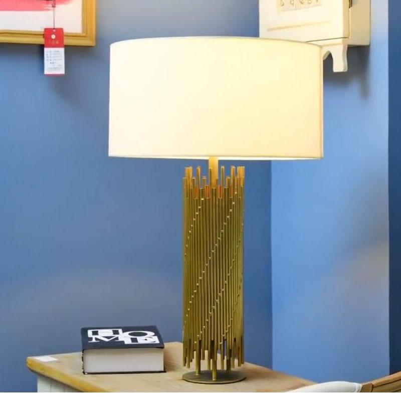 Lampe de Table en métal doré rétro de luxe lampe de chevet de chambre à coucher lampe de décoration en métal tubulaire Abajur Led 2019