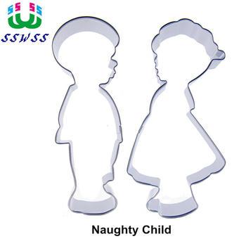 Mały książę i mała księżniczka kształtują narzędzia do dekorowania ciastek, dwie niegrzeczne dzieci pieczenie ciasteczek, sprzedaż bezpośrednia