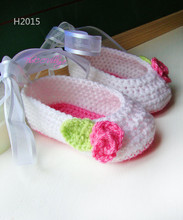 Crochet baby shoes, White with pink flower, Baby Girl gift
