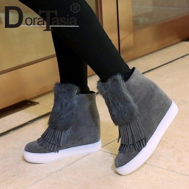 DoraTasia Büyük Boy 32-45 Kadın yarım çizmeler Saçak Yuvarlak Ayak Kürk platform ayakkabılar Kadın Gizli Kama Yüksek Topuklu Kış çizmeler