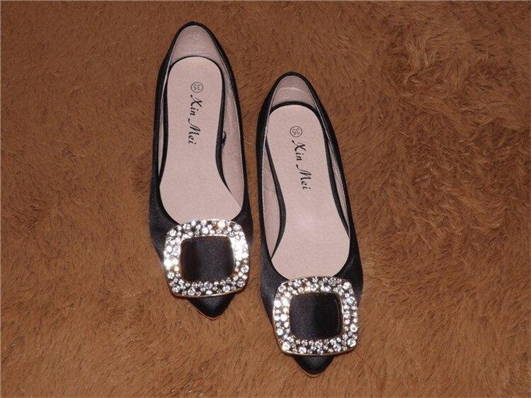 Image 3 - Женские туфли на плоской подошве с острым носком и шелковыми пятнами Роскошные туфли черного цвета со стразами в американском и европейском стиле размера плюс для ширины стопы 34 46-in Женская обувь без каблука from Обувь