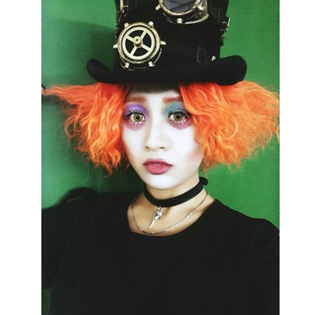 90a7736ea US $20.22 28% OFF|1pcs Alice in Wonderland 2 Cosplay Mad Hatter/Tarrant  Hightopp Orange Wig Short Curly Hair Role Play Halloween Costume Props-in  ...