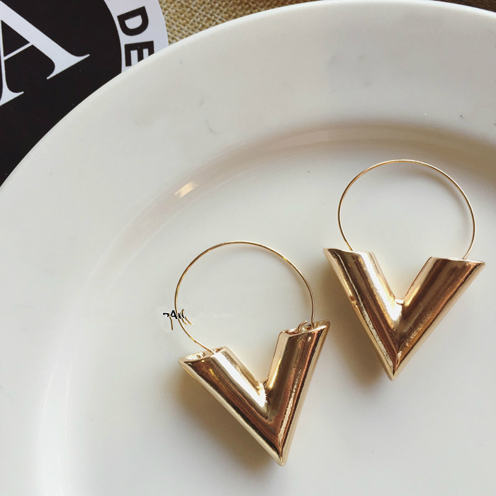 2019 Hot Sale New Fashion Trend Earrings Brincos Oorbellen Simple Metal Wind Letter V Shape Stud Earrings For Women Gift