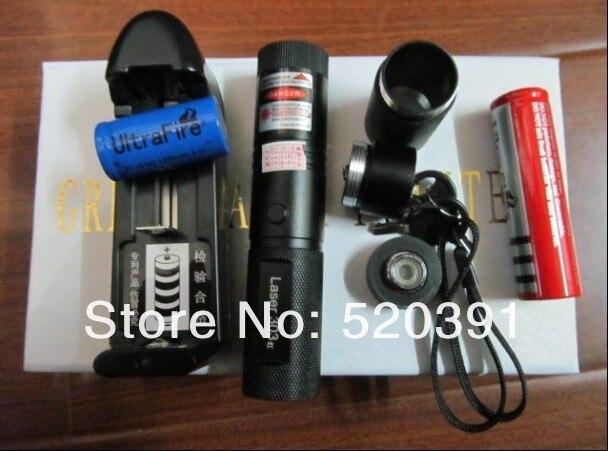 AAA de Alta potência Militar 30 W 30000 M 532nm SD 303 ponteiros laser Verde lazer Lanterna foco fósforo Aceso, queimar cigarros + gift