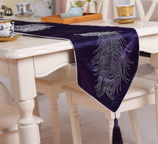 Luxury European High Grade Decoration Table Cloth Feather Rhinestone Table  Runner Table Flag Bed Flag