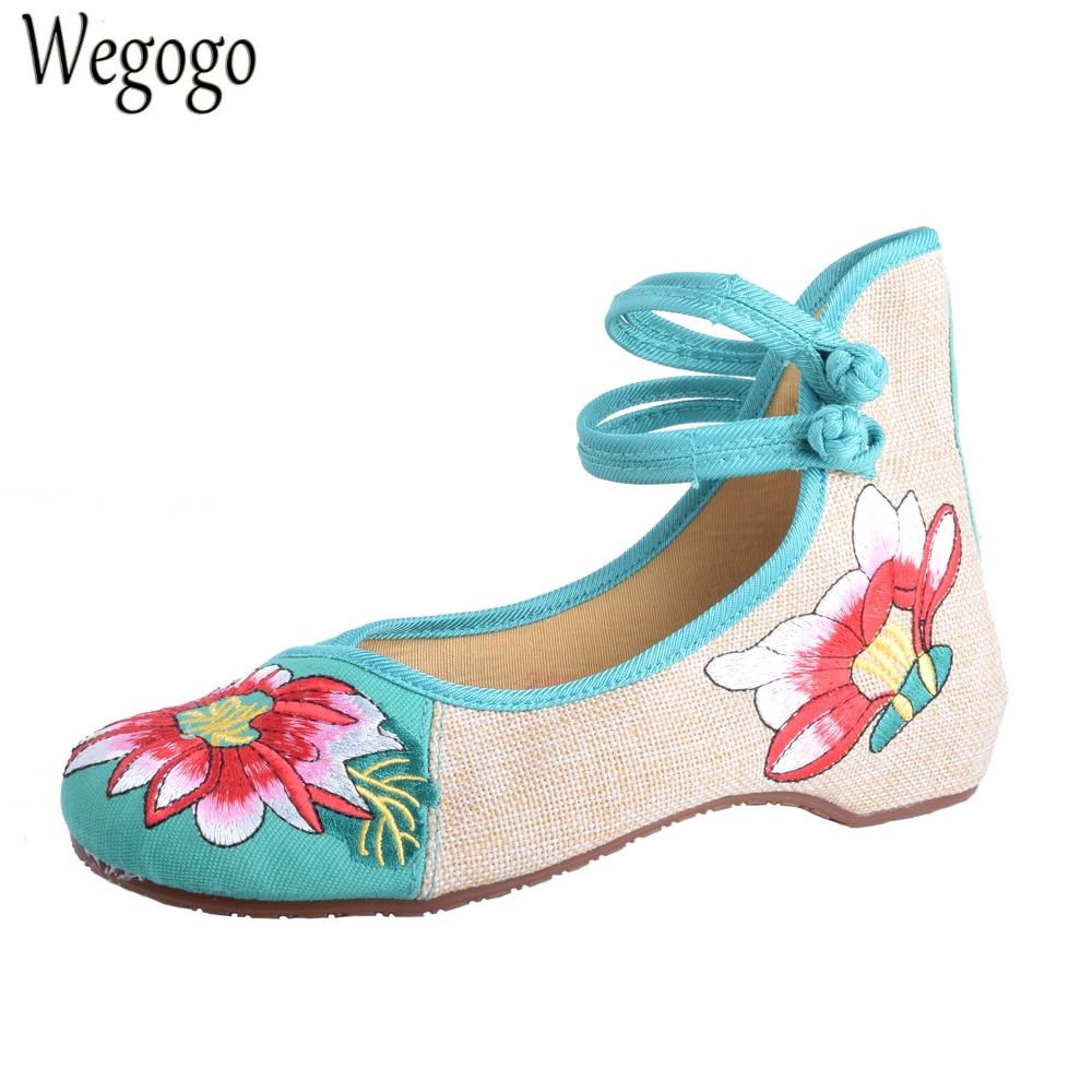 Chinese Women Flats Old Peking Cloth Shoes Chinese Totem Flats Mary Janes Embroidery Casual Shoes Dance Ballet Shoes For Woman peacock embroidery women shoes old peking mary jane flat heel denim flats soft sole women dance casual shoes height increase