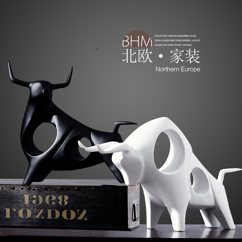 Nordic Minimalist Black and White Ceramic Sculpture Bullfight Crafts Office Ornaments Abstract Home Furnishing Cattle CabinetNordic Minimalist Black and White Ceramic Sculpture Bullfight Crafts Office Ornaments Abstract Home Furnishing Cattle Cabinet