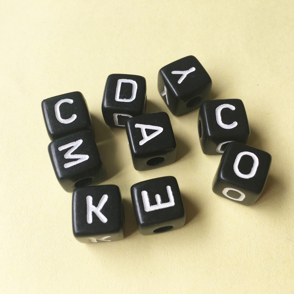 Wholesale 550PCS/lot Mixed A-Z 10*10MM Black with white Printing Plastic Acrylic Square Cube Alphabet Letter Initial Beads цена