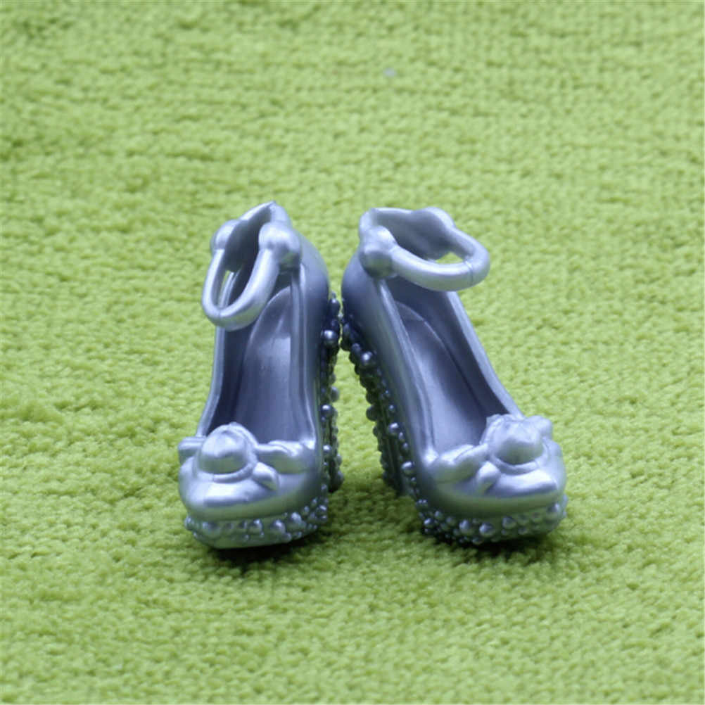 2 pares de zapatos de muñeca de plástico hechos a mano de Color plateado/gris de moda muñeca Sandalias de tacón alto zapatos para muñeca