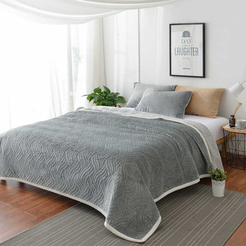 Famvotar Luxury Quilt Bedspread Ultra Soft All-Season Flannel Cotton Blanket Full Size Thick Plush Velvet Coverlet Quilt Set