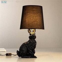 Królik żywiczny kształt nowoczesne kreatywne lampy stołowe Led czarny biały klosz z tkaniny lampy stołowe salon nocne biurko dekoracyjna z lampkami w Lampy stołowe LED od Lampy i oświetlenie na