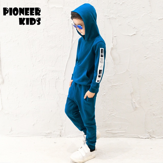 Pioneer niños 2016 nuevo otoño caliente del invierno con capucha de los muchachos que arropan de manga larga pullover sweater + pantalones fija el juego de niños