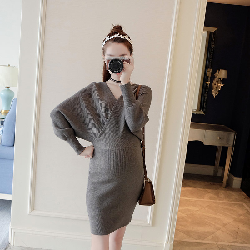 2017 autumn and winter fashion V neck knit pregnant women skirt tide mother Korean version of breastfeeding dress pregnant women dress new fashion korean version fall