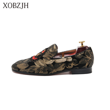 купить Italian Men Shoes 2019 New Sequin Cloth Shoes Mens Summer Luxury Wedding Loafers Men High Quality Slip On red Bottom Shoes дешево