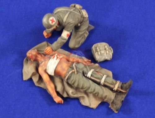 1/35 SOLDIERS Wounded US Soldier On Tarpaulin   Toy Resin Model Miniature Resin Figure Unassembly Unpainted