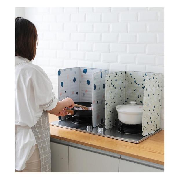 Splash Guard Board Guard Geometric Printed Aluminum Foil Block Barrier Stove Cooking Anti-splashing Oil Baffle Kitchen Gadget