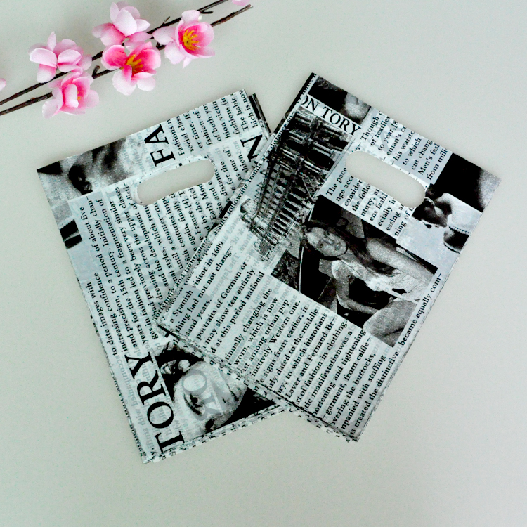 100pcs/lot 15*20cm small plastic pouch bag newspaper print charm jewelry packaging bags cute gift bag shopping bags with handle