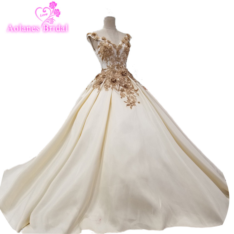 2018 Vestido De Noiva Sleeveless Ivory Satin Scalloped Royal Train Backless Empire Wedding Dresses China Bridal Gowns