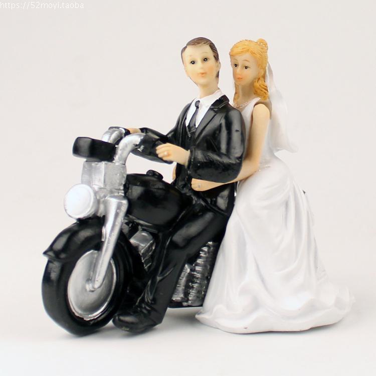 Wedding Favor Groom Bride Motorcycle Hug Romantic Couple Figurine European Style Wedding Cake Toppers Wedding Decor