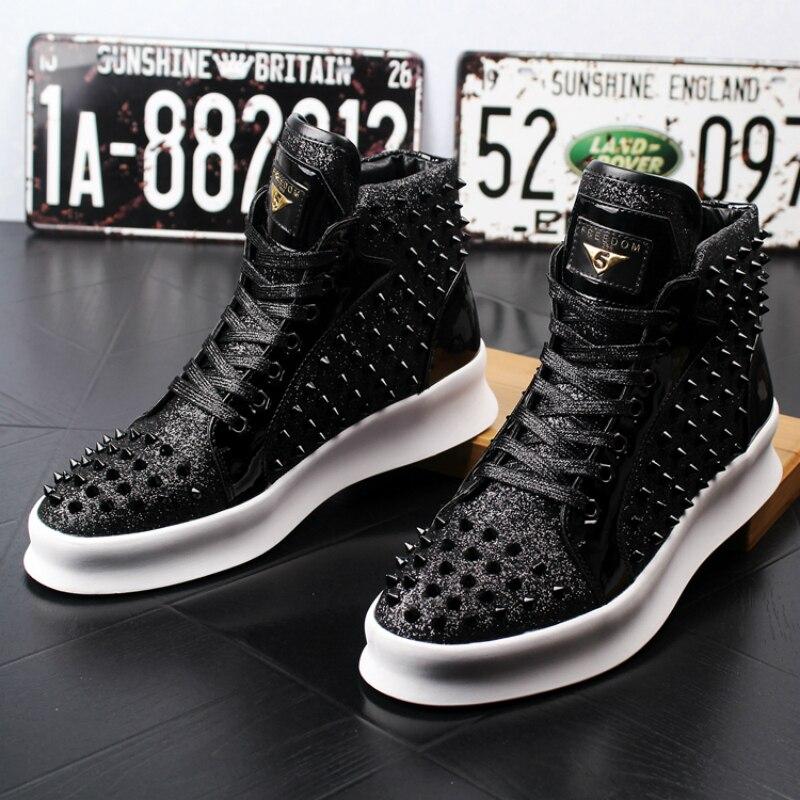 Ayakk.'ten Basic Çizmeler'de Ingiltere tasarım erkekler lüks moda inek deri perçinler ayakkabı parti gece kulübü giyim yarım çizmeler genç genç platformu çizme zapatos'da  Grup 1