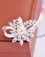 Crystal brooch quality vintage rhinestone elegant exquisite peacock female pin broochs for women simulated pearl jewelry