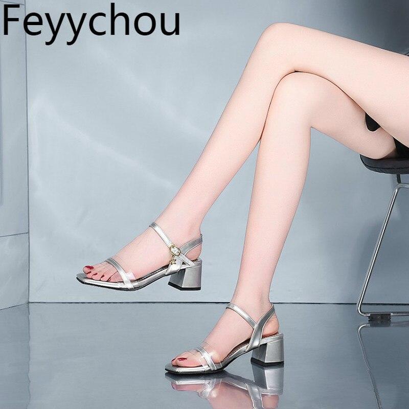 026a5d09f Mulheres Sandálias Peep Toe Salto Med Saltos Grossos Fivela Couro  Envernizado Ankle-Strap-cores Misturadas 2019 New Sexy moda Casual Preto