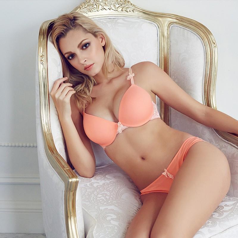fashion-spring-and-summer-comfortable-glossy-seamless-sexy-seductive-bra-set-repair-cutout-female-underwear (2)