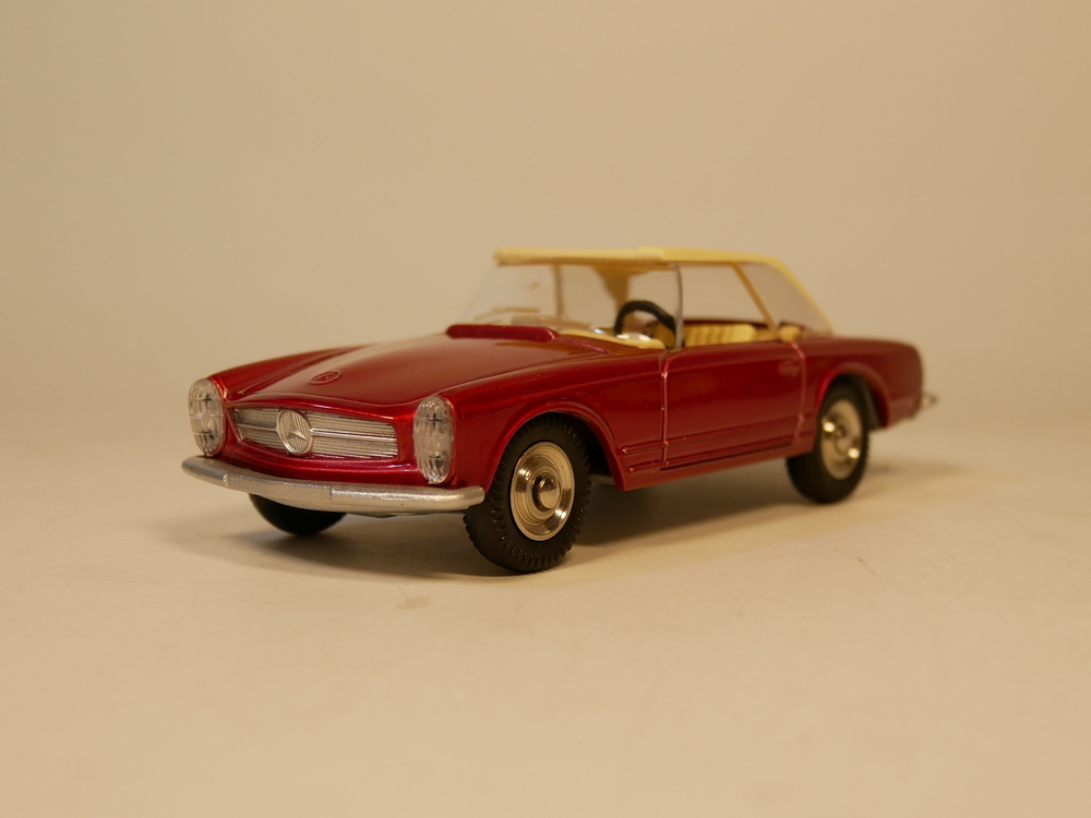 DINKY TOYS 1/43 MERCEDES-BENZ 230 SL DIECAST MODEL CAR
