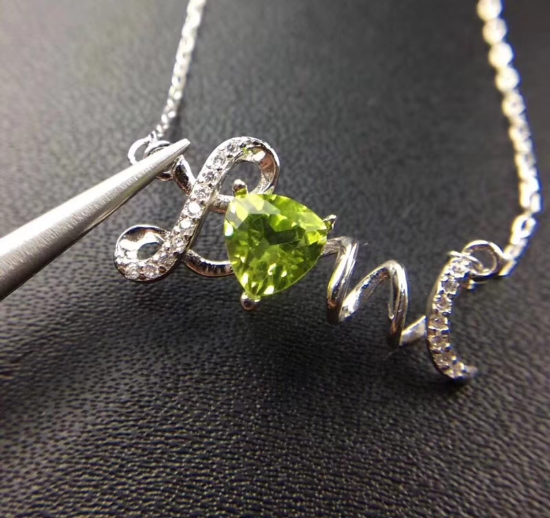 Natural green peridot gem Necklace Natural olivine Pendant Necklace S925 sliver Romantic love triangle Girl party gift JewelryNatural green peridot gem Necklace Natural olivine Pendant Necklace S925 sliver Romantic love triangle Girl party gift Jewelry