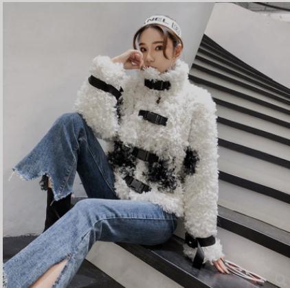 2019 Women Short Section Fur Jackets Black/White Sheepskin Buckle Warm Winter Man Made Fur Outwears Fluffy Fur Coats K1012