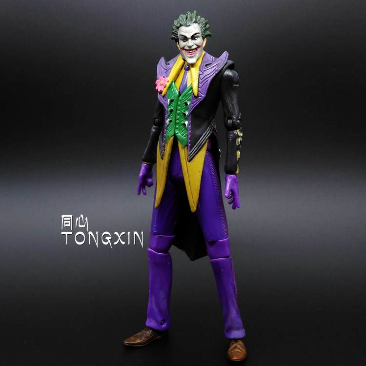 SAINTGI Batman Suicide Squad Arkham Asylum Joker Doll DC Super Heroes PVC 17CM Action Figure Collection Model Kids Toys neca dc comics batman arkham origins super hero 1 4 scale action figure