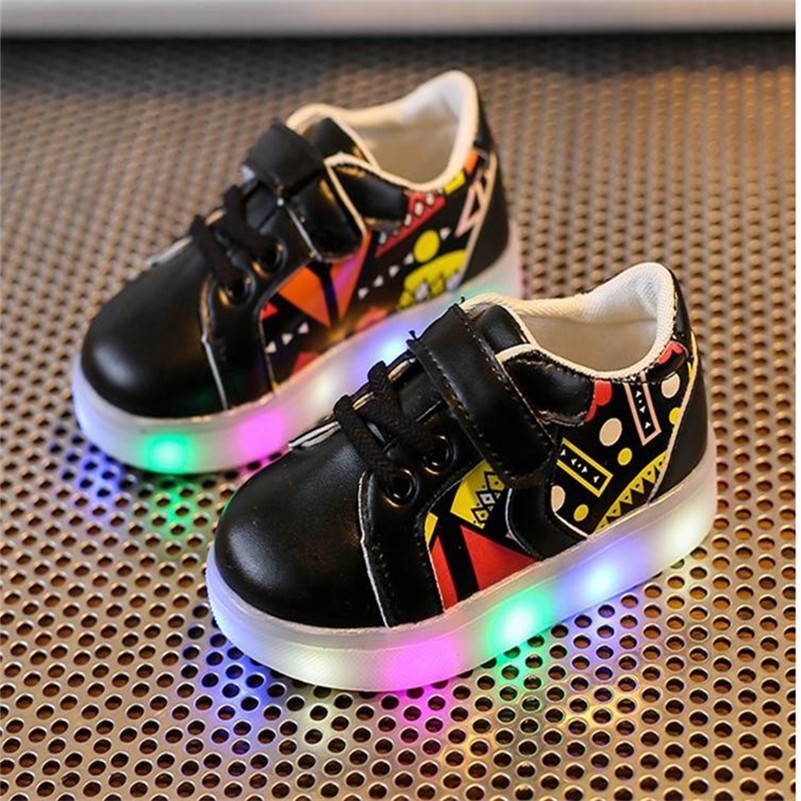 2017 New Boys Girls Children Glowing Sneakers Baby Lighted Shoes Child's Sneaker Boy Girl Kids' Gleamy Luminous Sneakers Shoes children roller sneaker with one wheel led lighted flashing roller skates kids boy girl shoes zapatillas con ruedas