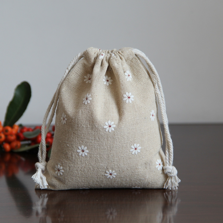 White Daisy Linen Jewelry Gift Pouch 8x10cm 9x12cm 11x14cm 13x17cm Pack Of 50 Party Candy Drawstring Bag