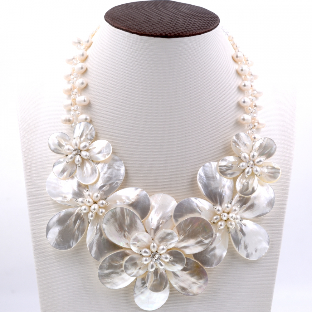 2017 Europe Trendy fashion white sea shell mother of pearl shell flower necklace for women Fashion Women Jewelry Gift 2017 lady women gray pearl black abalone shell black onyx crystal flower necklace for women fashion jewelry party gift