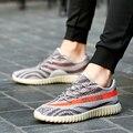 Envío Gratis 2017 Corea Moda Transpirable Zapatos de Los Planos Atan Para Arriba Al Aire Libre Junta Yezzy VUELAN los Zapatos de PUNTO Zapatillas Hombre
