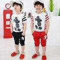 Roupa dos miúdos Meninos de Manga Curta Camiseta + Calça 2 Pçs/set Micky Mouse Algodão Encabeça Calções de Verão Conjunto de Roupas Crianças Esporte terno