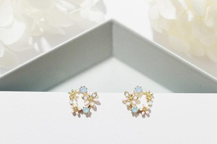 19 Fashion Korean Style Colorful Rhinestone Wreath Stud Earrings For Women Silver Sweet Small Circle Flower Earrings Jewelry 10