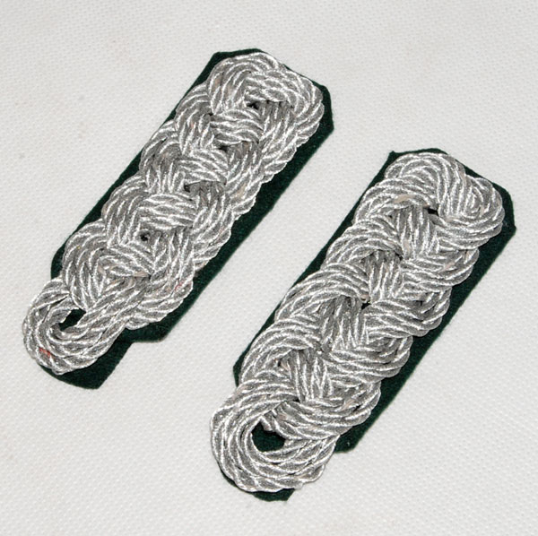 A PAIR OF WWII GERMAN OFFICER SHOULDER BOARDS