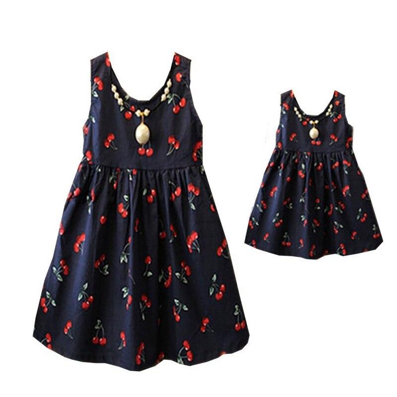 Одинаковые платья-жилеты с вишневым принтом для мамы и ребенка платья для мамы и дочки платья для девочек