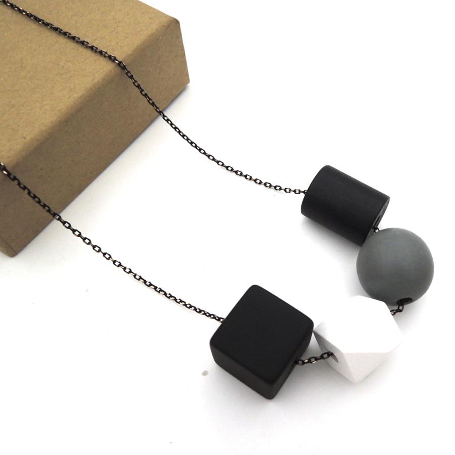 Geometrický dřevěný náhrdelník s přívěskem řetězu Moderní Tribal Chic BALL STATEMENT šedá černá bílá NW202