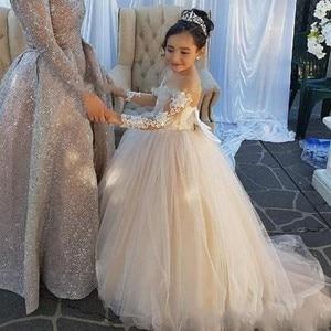 Image 3 - Đáng yêu Dài Tay Áo Cô Gái Pageant Dresses Appliques Bow Lại Bóng Gown Hoa Cô Gái Ăn Mặc Illusion Trẻ Em Sinh Nhật Đảng Mặc
