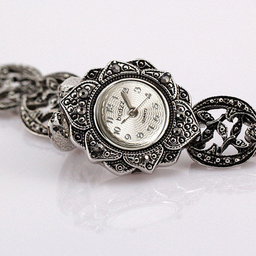 Vintage Sunflower Design Retro Steel Bracelet Watch Women Fashion Quartz-watch L