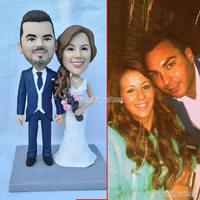 Ooak полимерной глины миниатюрные куклы фигурка Пользовательские Пупс свадебный торт Топпер ручной работы Жених и невеста торт украшение по