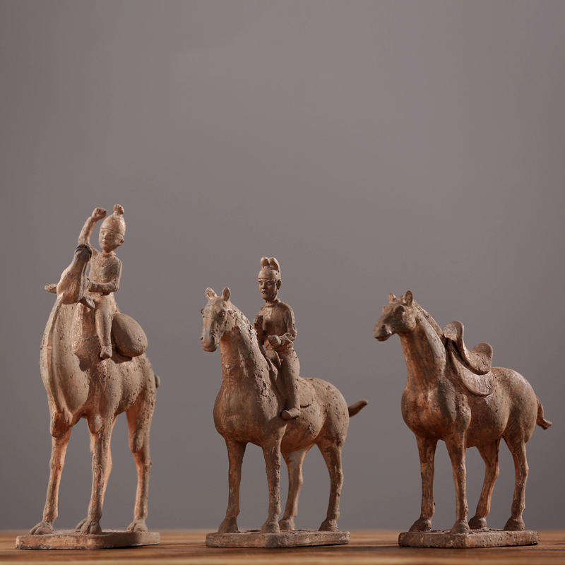 Chinese silk horse decoration office Home Furnishing passers-by soft decoration decoration of classical resin crafts