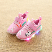 2017 Lovely hot sales Patch boys girls shoes breathable glowing LED sneakers for kids high quality children casual shoes